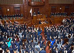 安倍総理・総裁「先頭に立つ」 21日衆院解散、総選挙へ