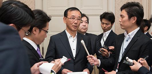 谷垣幹事長ぶら下がり (内閣不信任決議案否決を受けて)
